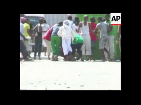 Kenya - At least 10 hurt as men throw grenade at bar customers / Trial opens of four suspects arrest