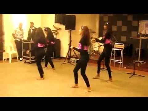 Girls Dancing on Imran Khan - Ni Nachleh at Mehndi Function
