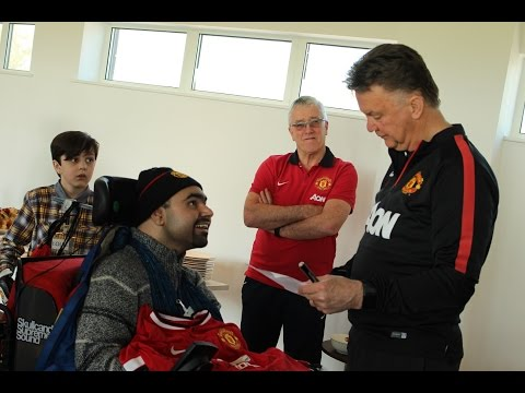 Louis van Gaal and United squad meet fans at Foundation Dream Day