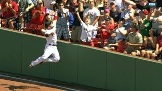 Victorino crashes into wall on catch attempt