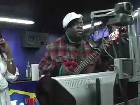 Wyclef watches 2 Girls 1 Cup/performs song!
