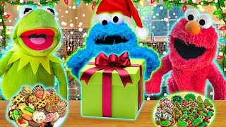 Kermit the Frog and Cookie Monster Make CHRISTMAS COOKIES! (Ft Elmo)