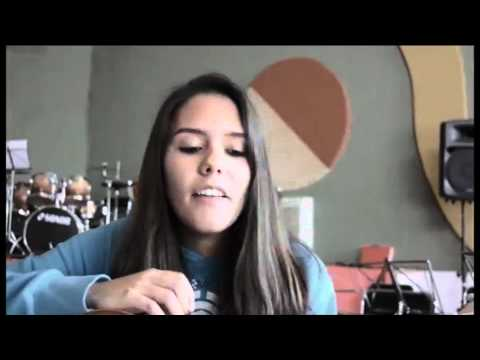 Daniela Batista: Foster The People - Pumped Up Kicks (Cover)