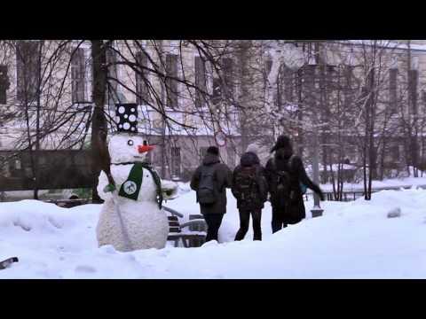 Суперржач в Томске испуг снеговик снеговик пугает людей падение снеговика снежные шутки фильм 1