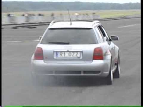 Ultra fast Audi RS4 accelerating! Major Anti-lag noise! Lush!