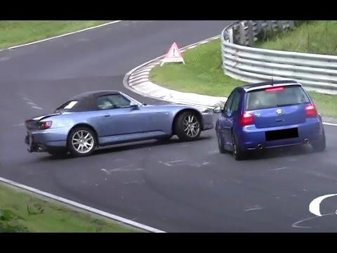 Hard VW Golf 4 R32 vs. Honda S2000 Crash Unfall ...