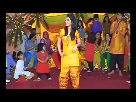 Crazy Kiya Ray Pakistan Girl Dancing