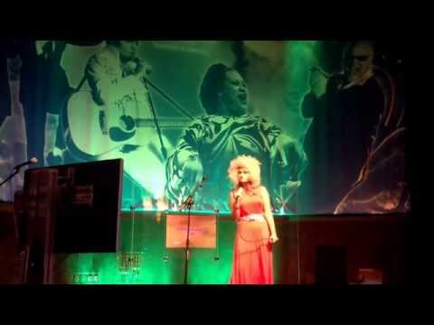 Erin performing Oh Darling
