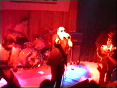 Thumbnail of video La Banda Trapera del Río - Nacido del polvo de un borracho (Sala El Sol 1995)