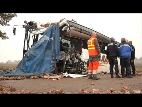 Accident entre un bus scolaire et un poids lourd: les deux véhicules carbonisés après l'impact