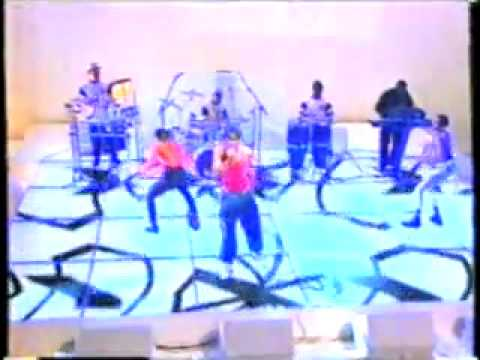 GENERAL LEVY PERFORMING INCREDIBLE LIVE ON THE WHITEROOM, CHANNEL 4. UK TV.1994..mp4