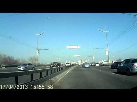 Авария на Московском мосту 17.04.13 Смотрите на встречную полосу.