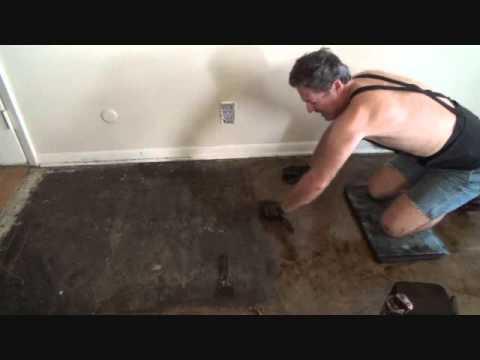 Using mastic for floor tiles