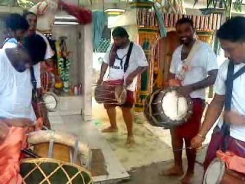 Sri Raja Kaliamman Urumi Melam 4 video