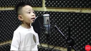 add bi sốc khi em bé 4t hát nhạc cách mang.  .