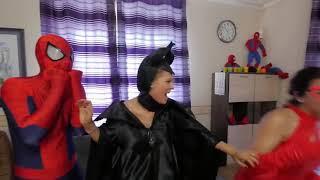 Ma Cà Rồng Đông Lạnh Elsa Tấn Công Spiderman Trang Phục Prank! W / Catwoman Vui Vẻ Siêu Anh Hùng Tr