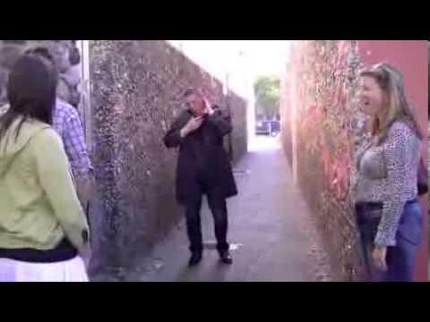 Video Lucu Jahilin Orang Pria Ini Kepalanya Putus dan Jatuh