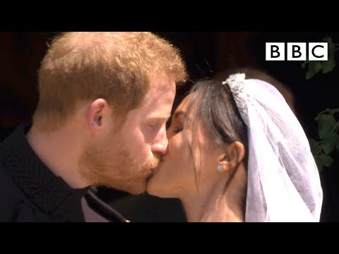 First kiss, epic carriage ride!   Prince Harry and Meghan Markle - The Royal Wedding - BBC