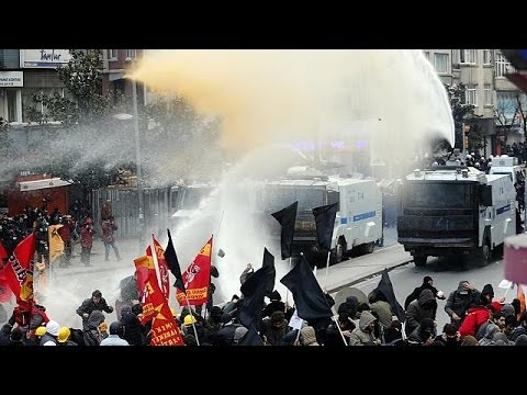 Turkey: clashes between police and protesters after funeral of teenager Berkin Elvan