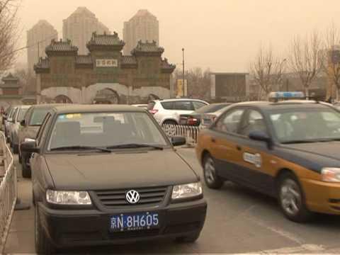 Beijing sandstorm - residents warned to stay indoors