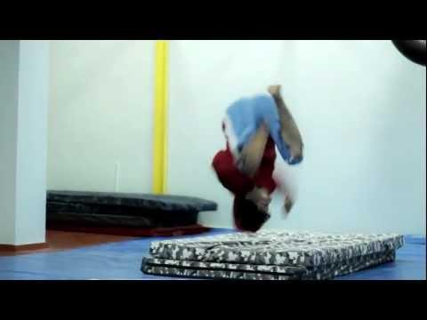Видео как научиться делать боковое сальто