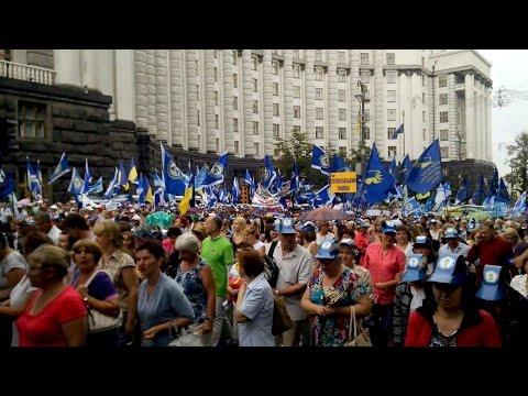 В Киеве проходит митинг федерации профсоюзов и активистов против повышения тарифов