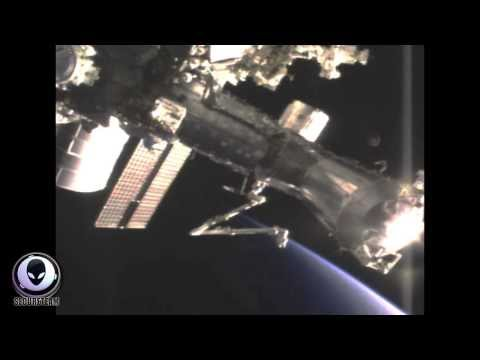 3/19/2014 GIANT UFO APPROACHES INTERNATIONAL SPACE STATION!