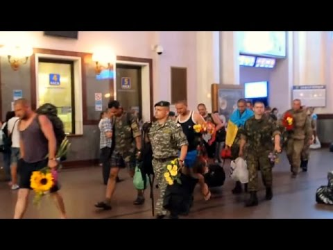 Lviv Citizens Welcome Soldiers who Returned From Conflict Zone In Eastern Ukraine, Aug 17 2014