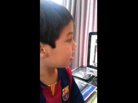 Niño de seis años reta a Arturo Vidal por su choque