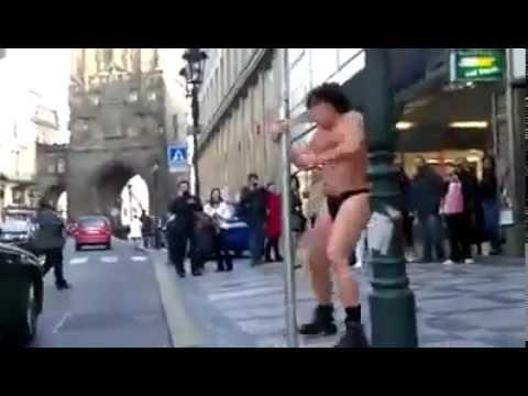 A Tak Się Bawią Ludzie   Mega Śmieszne Filmiki 2012 Zobacz