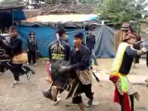 Traditional Dance Kuda Lumping Mengerikan video