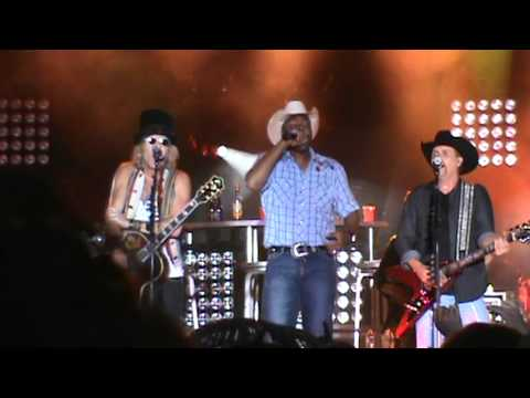Cowboy Troy W  Big And Rich At Lucknow's Music In The Fields video