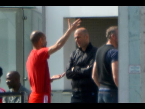 Pep Guardiola discussing with Zidane | Guardiola diskutiert mit Zidane | Dante Sagnol