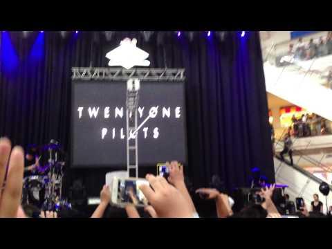 Car Radio - Twenty One Pilots Live in Manila