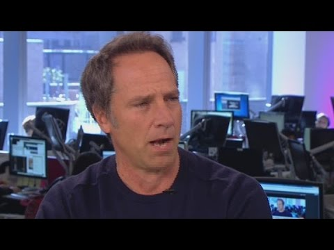 Mike Rowe sings opera on live television