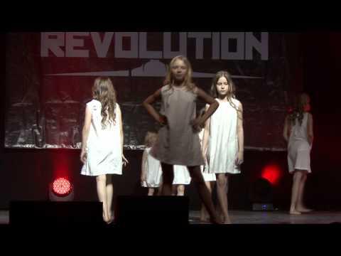 Mažųjų modusFASHION modeliukų pasirodymas Dance Revolution konkurse