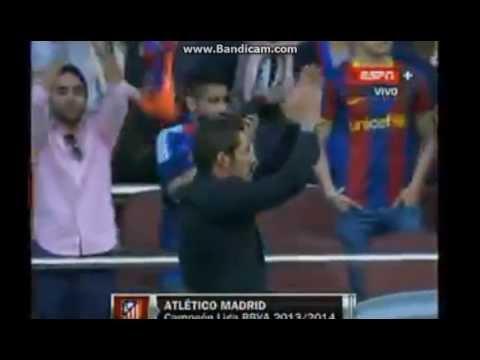 Diego Simeone fue ovacionado por los hinchas del Barza en el Camp Nou
