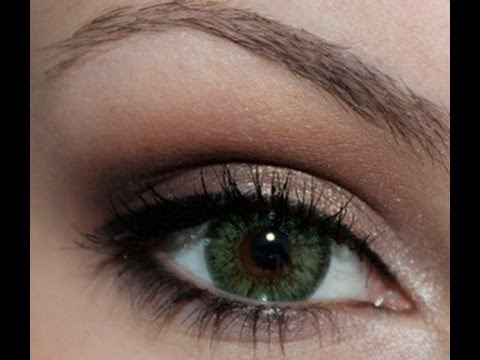 Dramatic eye makeup for dark