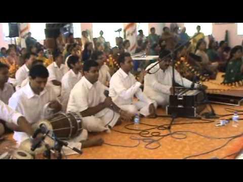 Amey Deshpandey sings Giridhar Govind Gopala