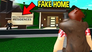 GOLD DIGGER Sold POOR HOUSES To SCAM People!! (Roblox)