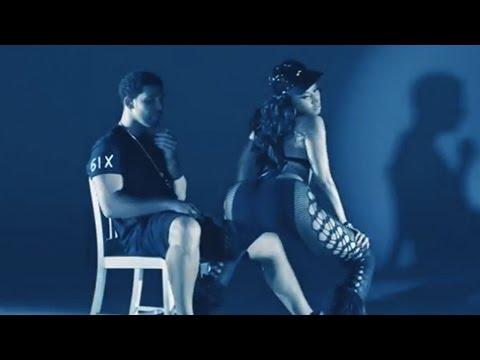 "Nicki Minaj ""Anaconda"" - Booty Twerking"