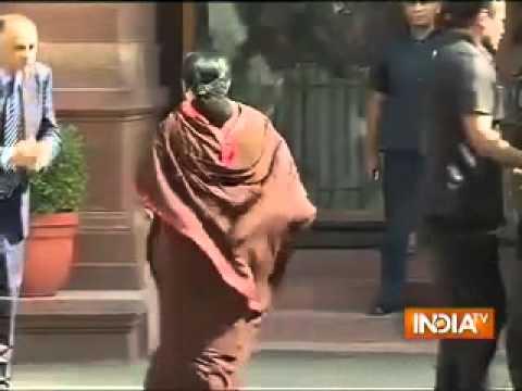 Jayalalithaa meets PM Narendra Modi