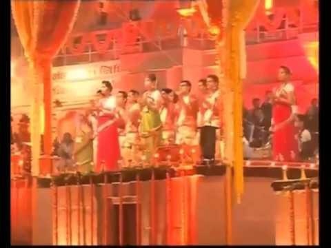 Japanese PM Shinzo Abe and Narendra Modi participate in Ganga Arti