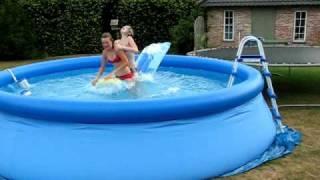 tsunami in opblaas zwembad