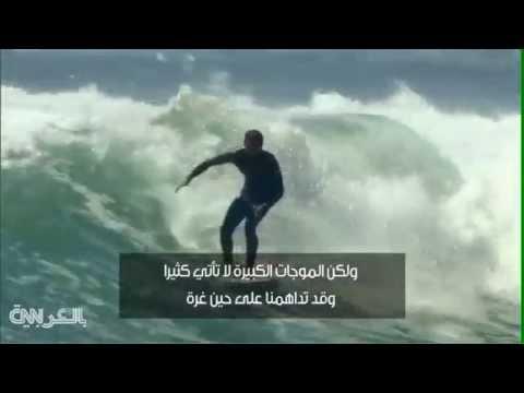 ليرد هاميلتون يركب أمواج إعصار كاليفورنيا