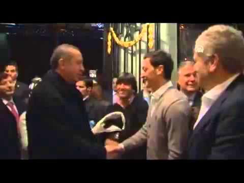 Başbakan Erdoğan'ı Mesut Özil karşıladı