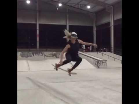 #WCW✨💃🏼🙌🏼@gabimazetto | Shralpin Skateboarding