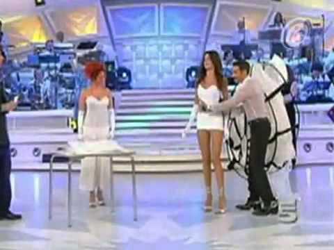 Presentadora Muestra M  S De Lo Que Deb  A  2 Million