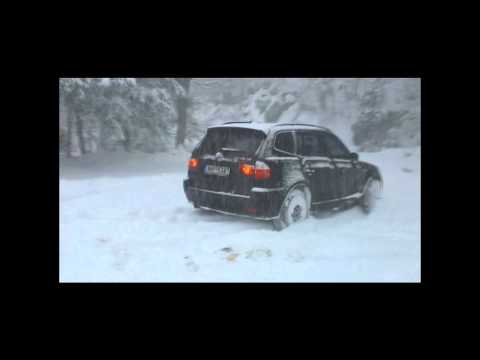 BMW X3 in deep snow.wmv