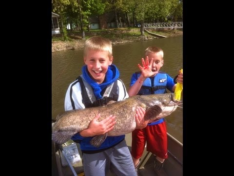 KIDS Catch HUGE FLATHEAD Catfish....Almost pulls them outta the boat!